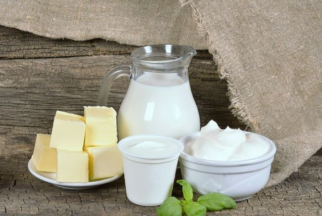 Молочні вироби на столі