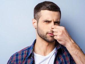 Як визначити зламаний ніс чи ні: основні ознаки і методи корекції