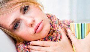 Як правильно позбутися від слизу в горлі: причини і лікування
