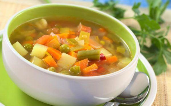 Овочеві супи і легкі бульйони - найбільш підходяще блюдо