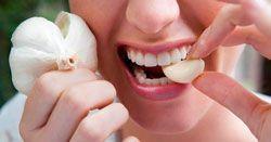 Прибрати запах часнику з рота