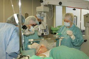 операція при катаракті