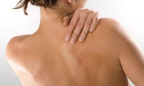 Можливі причини болю в спині між лопатками